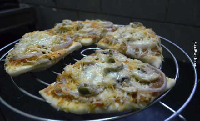pizza, vegan, veg, vegetarian, cheese, mozzarella, cheddar, recipe, recipes, fresh, homemade, pizza base