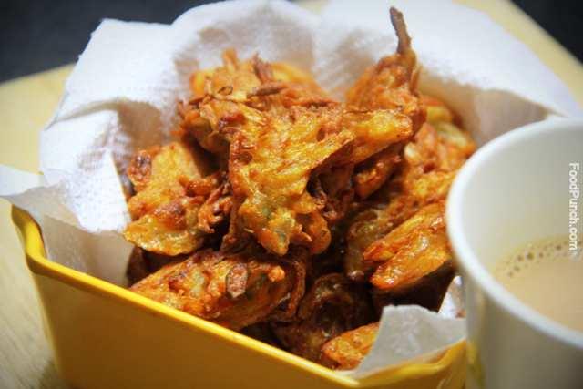 Potato fries, onion fries, indian pakoda, pyaaz pakoda, aloo pyaaz pakoda, indian onion potato crispies, recipe, snack recipe, monsoon snack recipe, recipes
