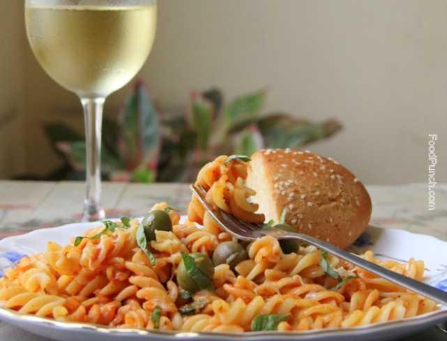 pasta in red sauce, pasta sauce, tomato salsa, tomato pasta sauce, pasta in tomato sauce, pasta marinara, marinara sauce, recipe, recipes, pasta, fusilli recipe, red sauce, Italian recipe, veg-recipe, vegetarian