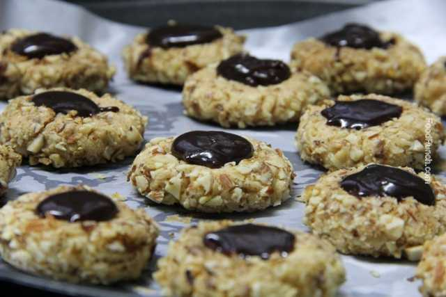 Christmas cookies, nutty cookies, almond cookies, almond and walnut cookies, biscuit, homemade cookies, chocolate cookies, chocolate topped cookies, chocolate dollop cookies, easy cookies, recipe, recipes