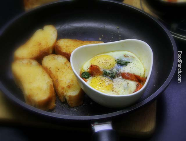 baked eggs, grilled tomatoes with eggs, breakfast eggs, all america breakfast, eggs and spinach, healthy breakfast, egg and ham, winter breakfast, chicken ham and eggs for breakfast, recipe, recipe,  easy breakfast idea