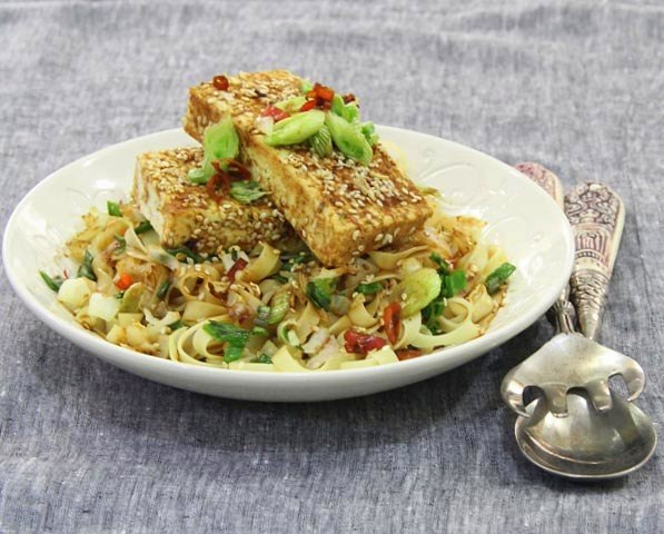 summer salad, sesame salad, sesame tofu and pasta salad, vegetarian salad recipe, pasta salad, paneer and pasta, healthy food, diet food, salad