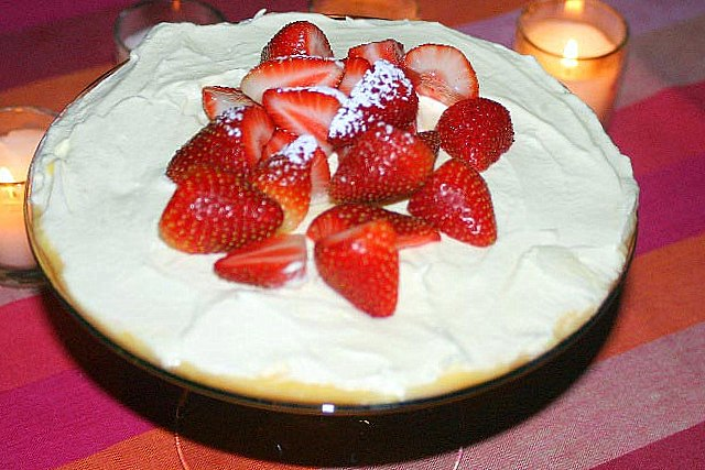 sponge cake recipe, fruity custard trifle, custard trifle, tripple sunday, custard with cake, trifle recipe, strawberry triffle recipe, dessert, custard dessert, sweet dish