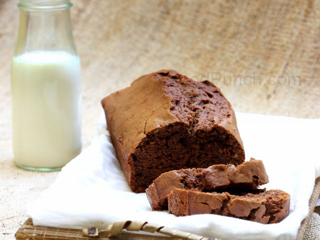 banana whole wheat bread, banana and chocolate bread, homemade breakfast bread, healthy whole wheat bread, wholewheat chocolate bread, spicy indian bread, spicy banana and chocolate bread, easy bread recipe, breads, bread loaf recipe, loaf, baking