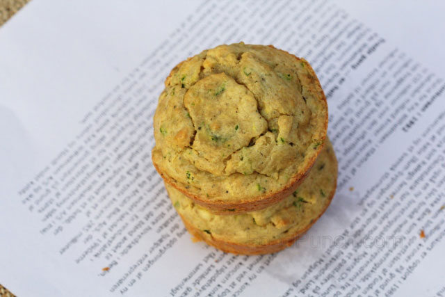 savoury muffins, zucchini and spring onion muffins, zucchini and cheese muffins with olive oil, vegetable muffins, salted muffins, healthy muffins without butter, muffins with olive oil, zucchini and onion muffins with olive oil recipe, whole wheat muffins, whole wheat salted muffins, diabetic food, side dish, breakfast muffins