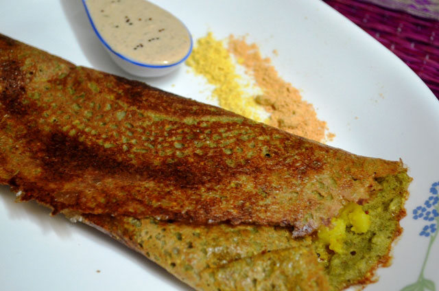 andhra special dosa, pesarattu, indian svaory crepes, indian crepes, indian dosa , south indian recipe, indian snack recipe, indian main course, indian dosa, crepes with stuffed potatoes