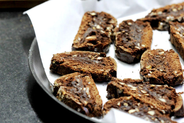 dark chocolate biscotti, biscotti recipe, dark chocolate healthy cookies, healthy biscuits, healthy cookies, dark chocolate cookies, chocolate biscotti, french baking, double baked biscotti recipe, almond cookies, almond and chocolate biscotti, baking, home baking, cookies, snack,