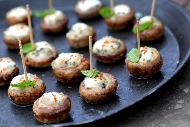 grilled mushroom, cheese stuffed mushroom, mushroom snacks, creaamy cheesy mushrooms, button mushroom with grilled cheese, grilled minty cheesy mushroom, mushroom recipe, party snacks, finger food, stylish party snacks, quick rainy day snack, rainy day snack with mushroom, button mushrooms, vegetarian snack, veg recipe