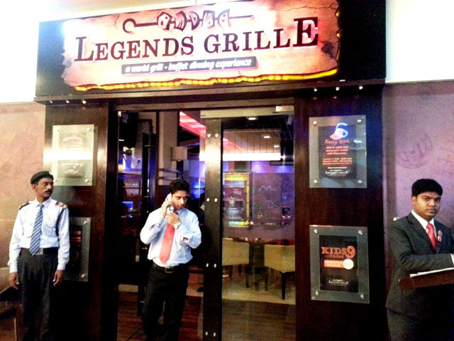 review of legends grill noida, legeds grille noida, restaurants in noida, buffet restaurant in noida, ncr buffet restaurant, noida grill restaurant, non vegetarian food in noida, north indian restaurant in noida, eating out in Noida, party places in noida, grilled foood in noida,