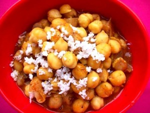 maharashtrian choley recipe, indian curry, indian curry with chickpeas, how Maharashtra makes a punjabi diah, choley, spicy choley, hot chickpea gravy, hot and spicy indian gravy, indian curry, vegetarian, legumes, lentils, peas recipe,