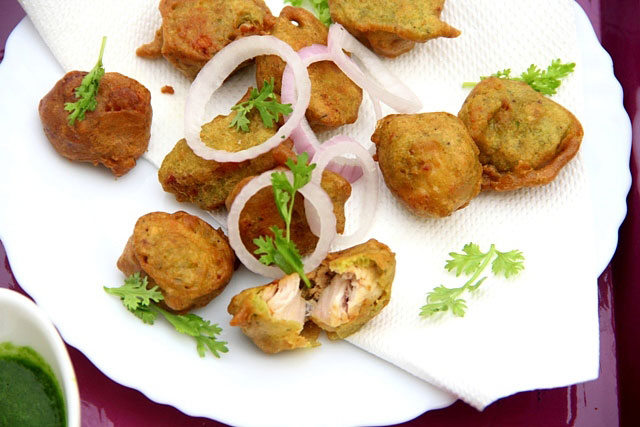 spicy chicken pakodas, chicken pakodas, chicken snacks, monsoon non veg snacks, snacks, pakoda, chicken tikka pakoda, punjabi chicken pakoda, punjabi chicken starter, chicken recipe, rainy day snack, fried snacks