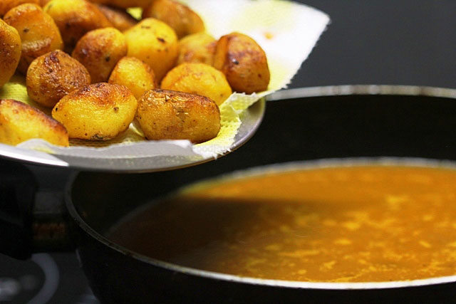 aloo dum, dum aloo, aaloo dum, dum aaloo, aalo dum, dum aalo, alor dum recipe, begla aloor dum recipe, indian potato curry, potato recipe, aalo recipes , aloo recipes, aloo paratha, aloo recipe in hindi, vegetarian food, indian veg recipe, vegetarian recipes of india, veg recipes of india,