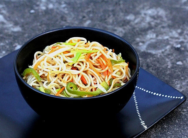 hakka noodles recipe, noodles recipe, veg noodles recipe, healthy noodle recipe, how to make chinese noodle, how to cook Chinese, Chinese recipe, Chinese cooking, vegetable chinese dish, Noodles, chow, chowmein, veg chowmein, chow chow, chow mein, Indo chinese recipe, indo chinese, vegetarian