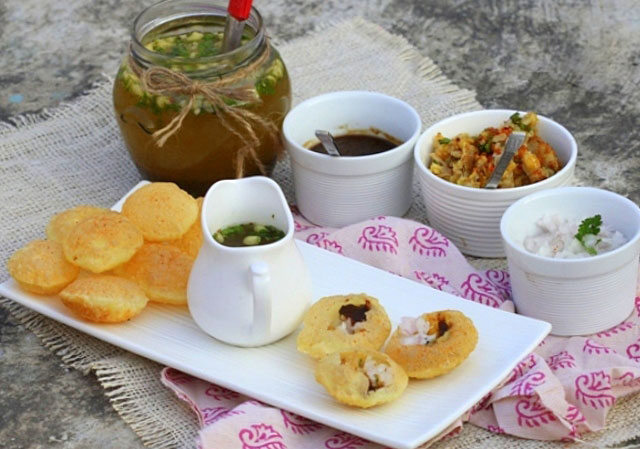 pani puri, pani puri recipe in english, how to make pani puri, pani puri recipe in hindi, gol gappe recipe, gol gappe recipe in hindi, golgappa recipe, fuchka, puchka recipe, puchka, puchki recipe, indian street food, chaat recipe, indian chaats, pani batasha, pani batshe recipe, how to make fuchka recipe, vegan, vegetarian  recipe, potato stuffed snack, potato recipe, indian puffed bread with potato recipe