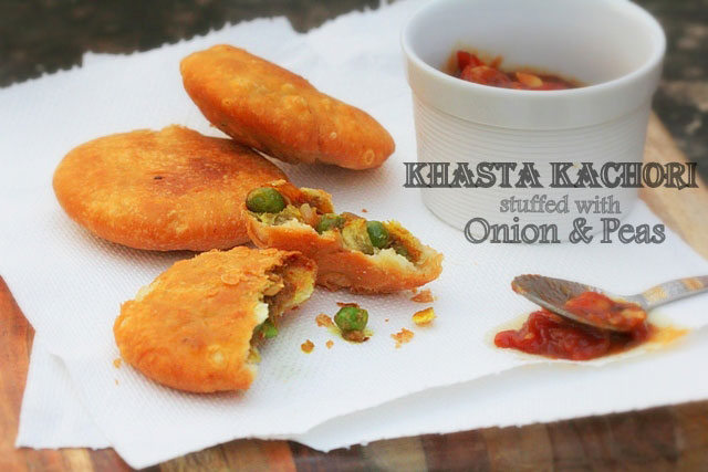 Matar Pyaaz ki Kachori Recipe