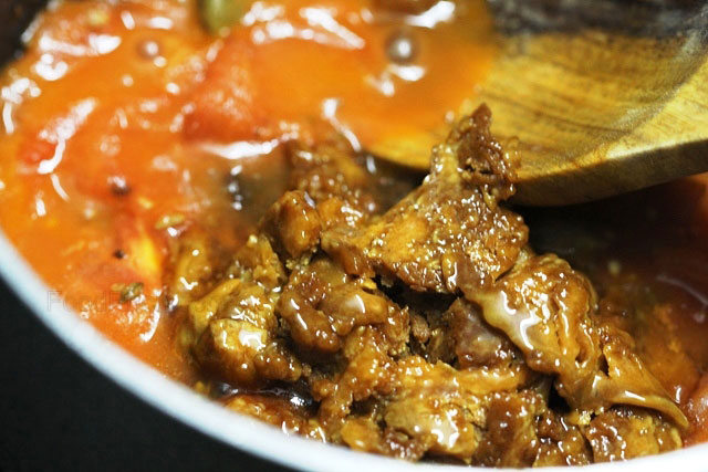 tomato chutney, tomato chutney recipe, tomato sauce, tomato side dish, tomato sweet relish, indian tomato chutney recipe, tomato recipes, Bengali tomato chutney, sweet tomato chutney, south Indian chutney, Indian chutney, indian, indian food, indian recipes, recipe, sides, chutney and sauces, chutney with tamarind, chutney with khajur ka gud, tomato and khajur chatni, tomato chutney with jaggery and tamarind, tomato and tamarind chutney