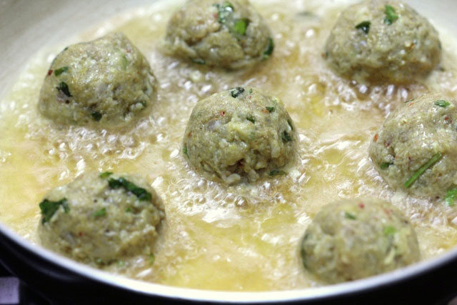 achari mutton meatballs, achari urg recipe, motton recipe, achari goat meat recipe, keema meat recipe, achari keem meat recipe, idian mutton recipe, indian meatballs, meatballs, goat's meat recipe, goat meat gravy, mutton curry, achari curry, non vegetarian, lamb curry, achari lamb kofta, lamb koftas, mutton koftas, main course, gravy, curry