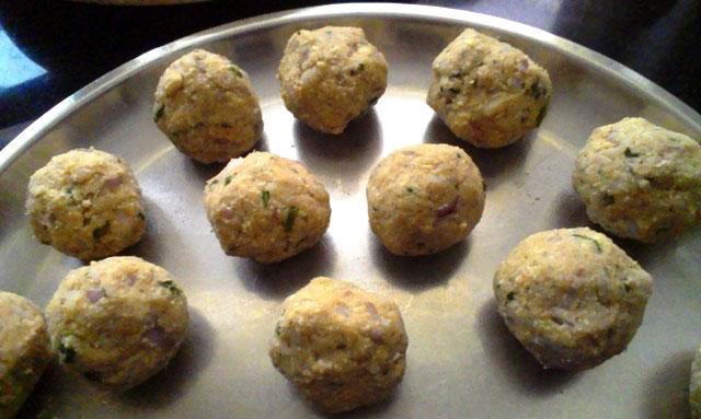 kacha kela kofta recipe, plantain recipe, raw banana meatballs, vegetarian koftas, veg meatballs