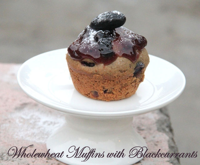 wholewheat muffins with blackcurranats recipe, wholewheat cake, cupcakes, muffins