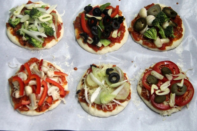 healthy pizza, mini pizza, homemade pizza, healthy mini pizzas, pizza recipe