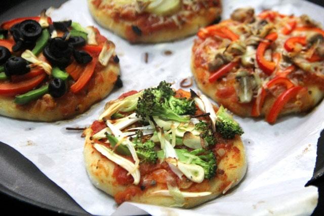 healthy pizza, mini pizza, homemade pizza, healthy mini pizzas, pizza recipe