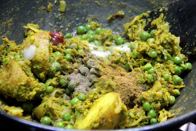 Spicy Green Peas Curry Recipe,  aloo matar sabji, green peas and potato curry, green peas soup