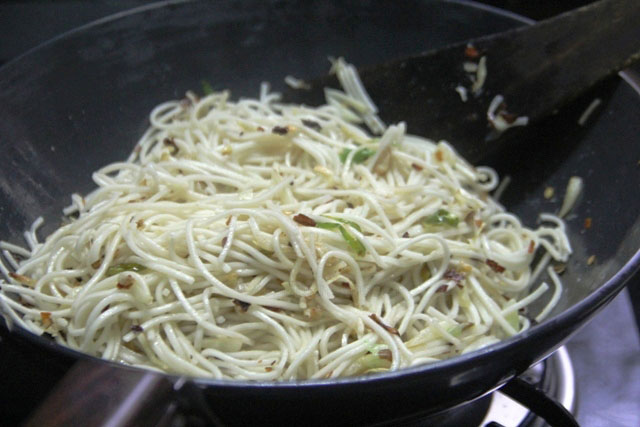 Teriyaki Mushrooms with Chili Garlic Noodles Recipe, teiyaki mushrooms recipe, chili garlic noodles recip, Japanese recipe, teriyaki sauce recipe, garlic noodles