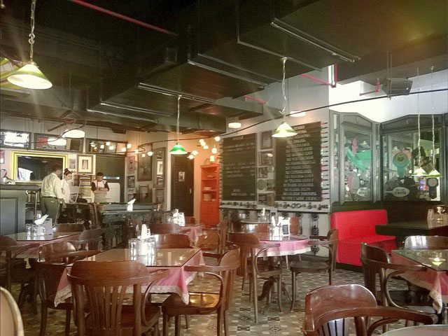 Review: Sodabottleopenerwala, Gurgaon,  Parsi restaurant in Delhi, Irani Cafe delhi