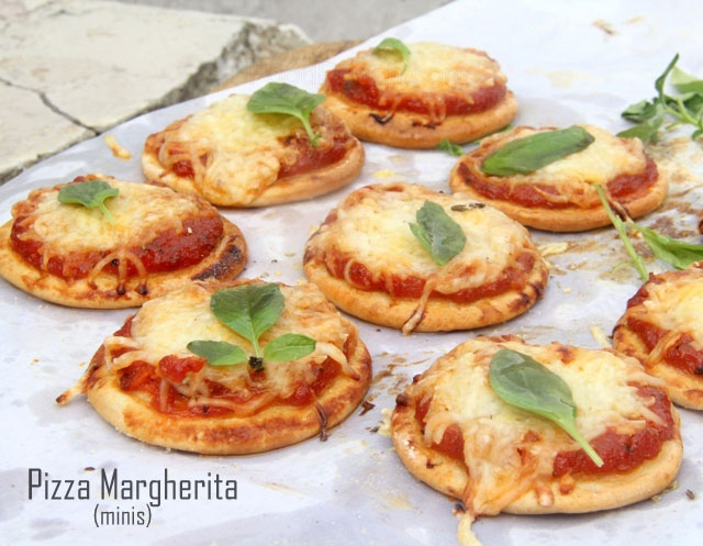Pizza Margherita, mini pizzas, whole wheat  pizzas, pizza napoletana