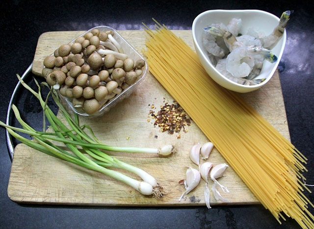 ... and Shimeji Mushrooms Recipe, Japanese spaghetti, mushroom spaghetti