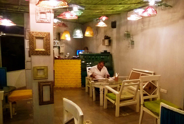 The Potbelly Rooftop Café, Delhi, Bihari restaurant in Delhi, Bihari food