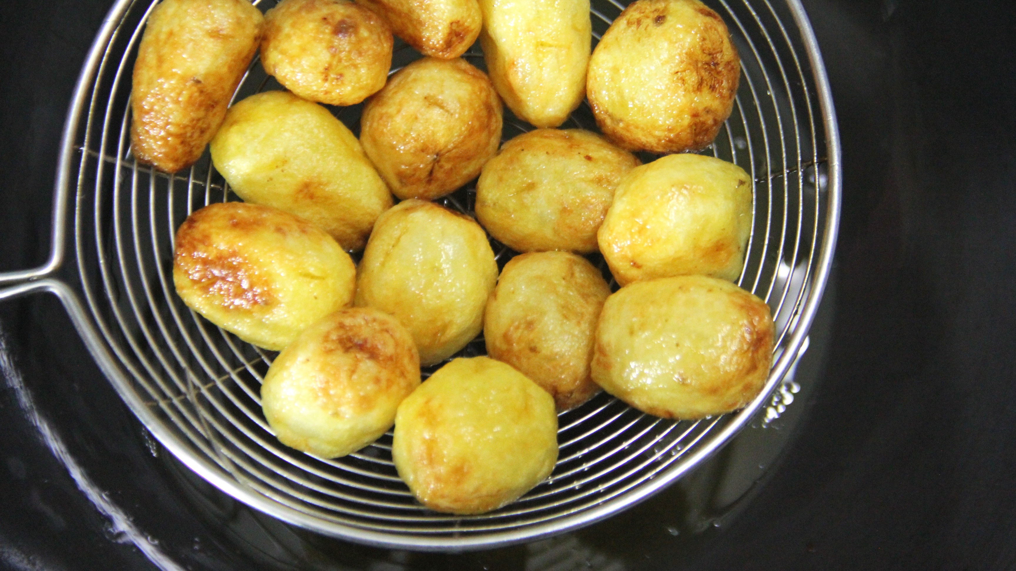 Fried aloo for dum aloo punjabi